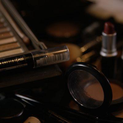 Die Freiburger Filmproduktion JAFURA dokumentiert in diesem Standbild des Werbefilms für Vogue und Lancôme das Make-up von Digital Make-up-Artist Caroline Band.